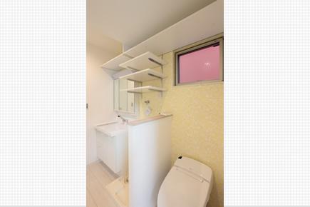 収納が豊富な洗面所