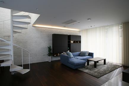LDKは蓄熱式床暖房 床材は無垢ウォルナットフローリング材