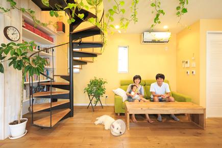 アンティークな雰囲気の2階リビング