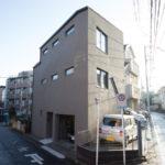 インナーガレージと壁面本棚の家 東京/板橋区|RC造